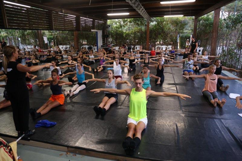 https://www.danzamaremito.it/wp-content/uploads/2016/01/edizione-2016.jpg